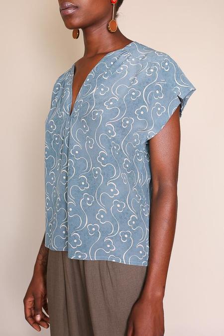 Pomandere V Neck Top - Blue Print