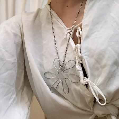 Laurs Kemp Flower Pendant Necklace No. 2 - SILVER