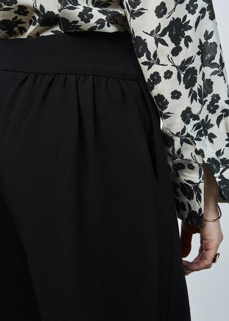 Sara Lanzi Gathered-Back Drop Pant - Navy
