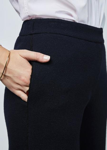 Demoo Ribbed Wool Blend Pant - Navy