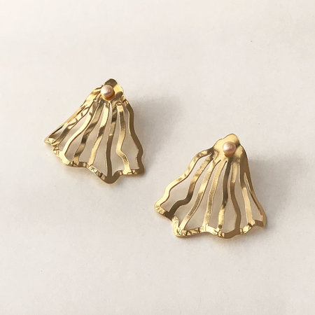 Wasted Effort Ostrea Earrings - Gold/Pearl