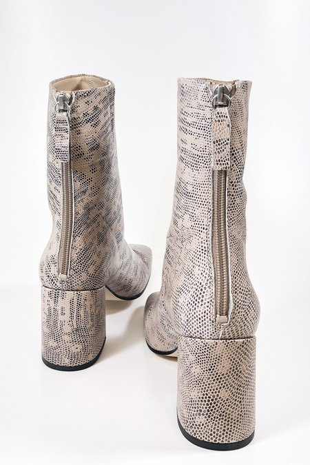 About Arianne nico BOOT - nude snake