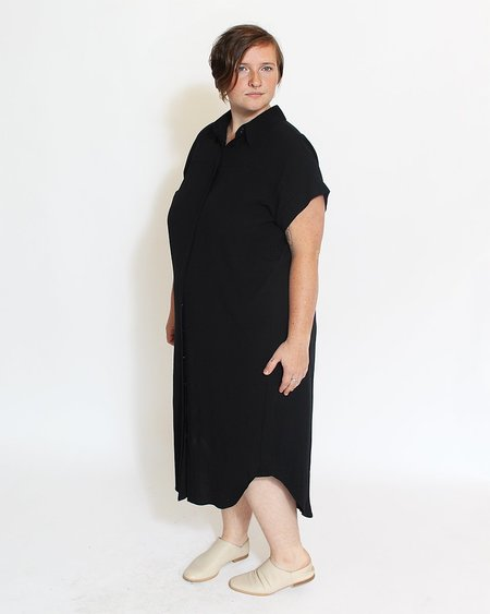 7115 by Szeki Signature Maxi Shirtdress - Black