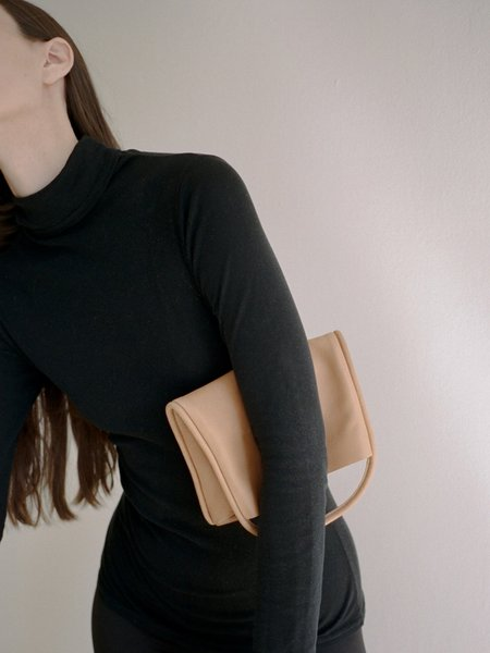 ARE Studio Mano Clutch - Tan