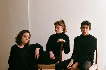 UNISEX Nido Short Merino Wool Sweater - Black