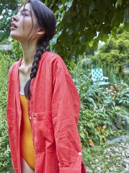 Unisex EMIS Linen Robe - Crimson