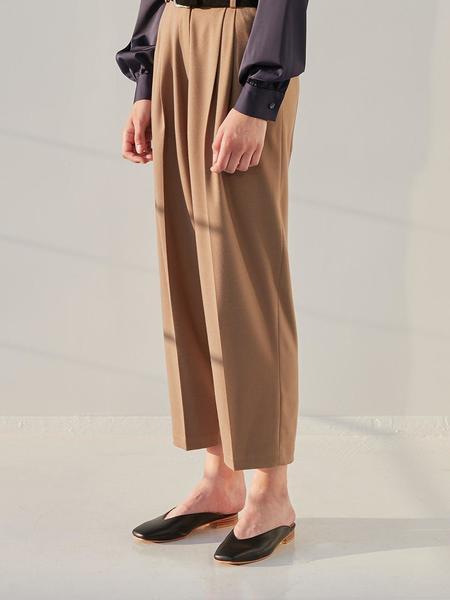 CURRENT Two Tuck Pot Pants - Dark Beige