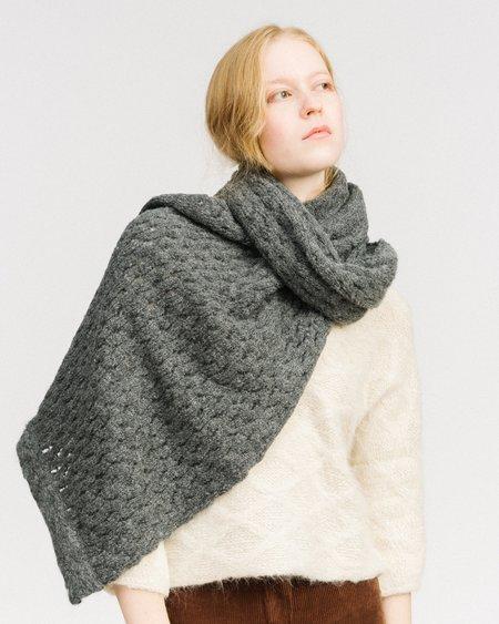Wol Hide Lace alpaca scarf - charcoal