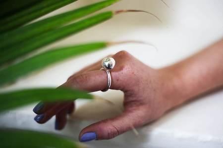 Jacqueline Rose Globe Ring - Silver