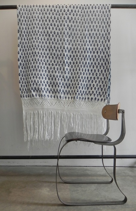 A Détacher WOVEN IKAT THROW - WHITE