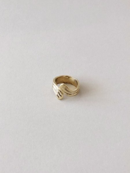 Luiny Waves Ring - Brass