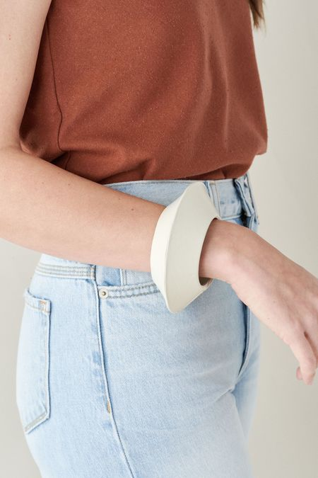 LAUREN MANOOGIAN SAUCER BANGLE