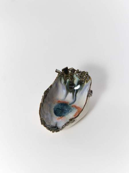 Minh Singer Iceland Clam Shell