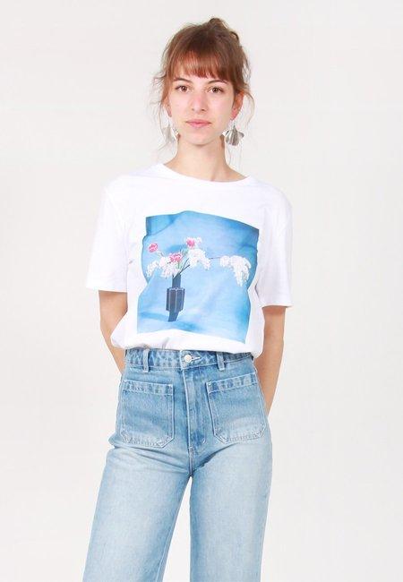 Unisex Idea Ikebana Red Tulips T-Shirt - white