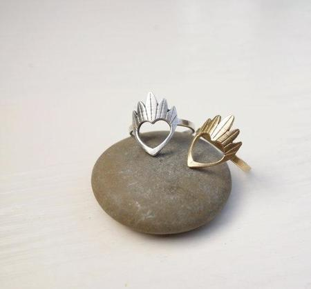 Knuckle Kiss Modern Claddagh Ring - Silver