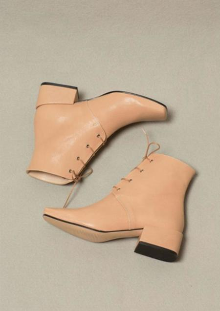 About Arianne Gabriel Boot - Nude