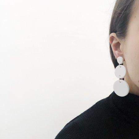 Sea + Pattern Mono Earrings - White