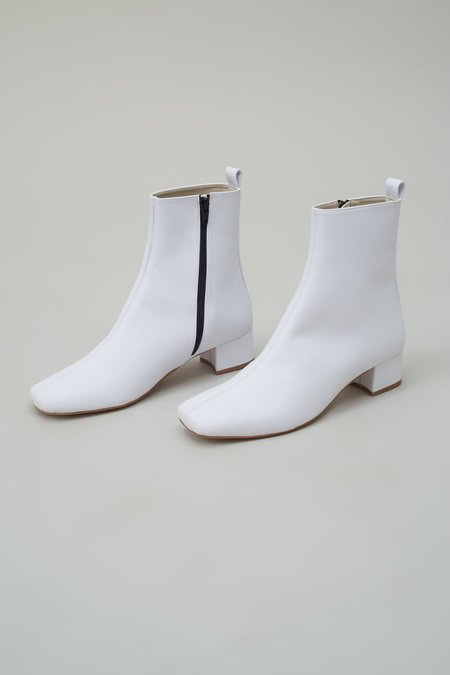 Nomia Teo Boot - White