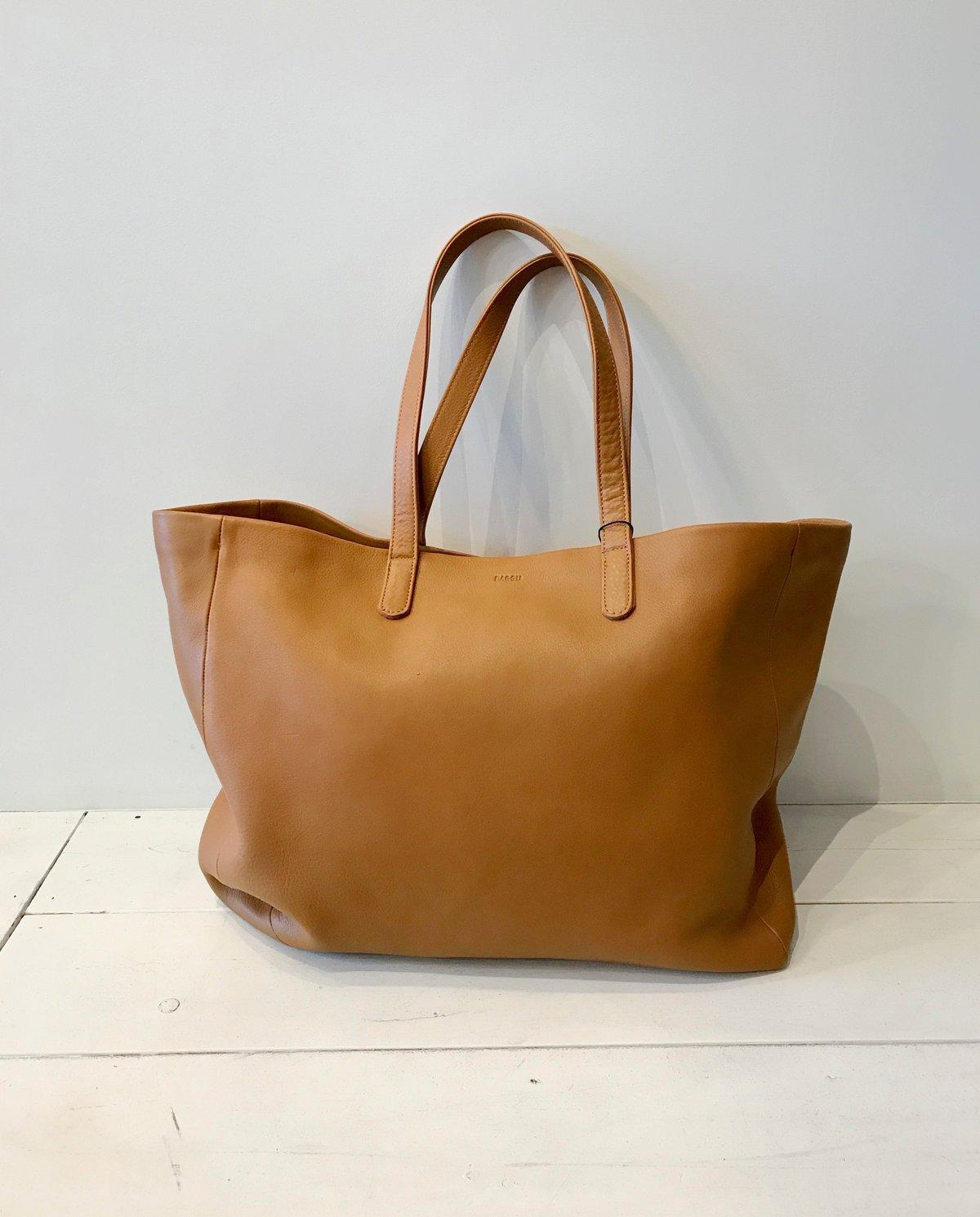 95e1641bcee7 BAGGU Oversized Leather Tote - Camel