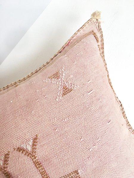 Cuttalossa Cactus Silk Pillow - Pale pink