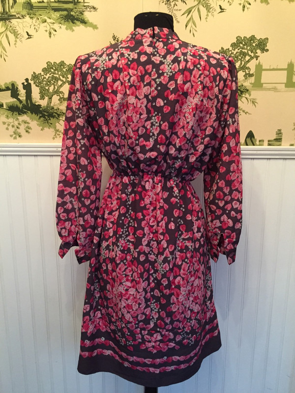Japanese Floral 70's Voir vintage dress size in size medium