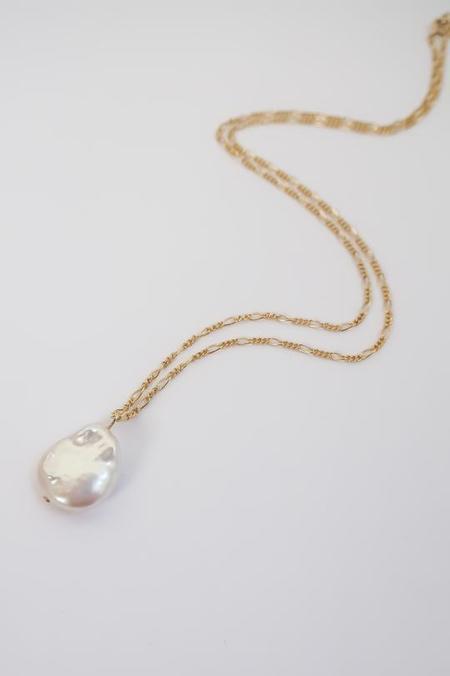 Above Average Studio Figaro Pearl Necklace - Gold