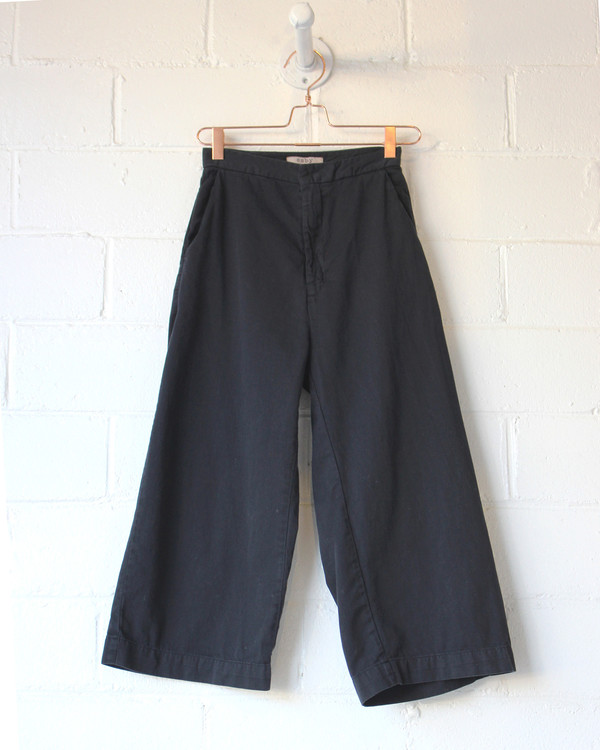 esby AVA CROPPED PANT - ALMOST BLACK