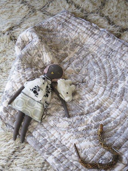 KIDS Erica Tanov botanicus baby quilt - dove/dark chocolate