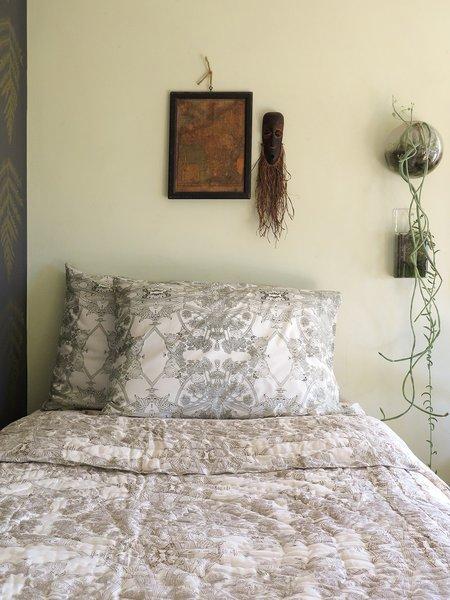 Erica Tanov botanicus quilt - natural/gold