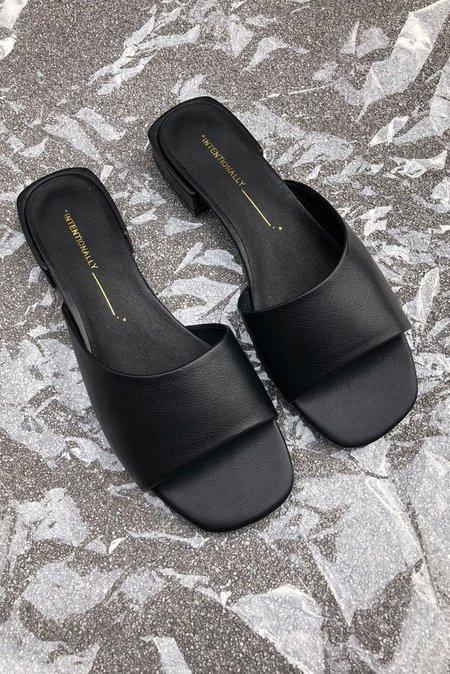 """INTENTIONALLY __________."" Leather Jessi Slide Shoe - black"
