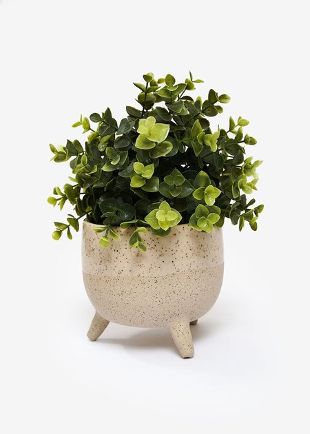 Stranger Studio Tripod Planter 02 - Speckled