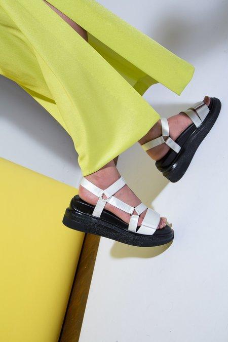 Suzanne Rae White Velcro Sandal - black/white