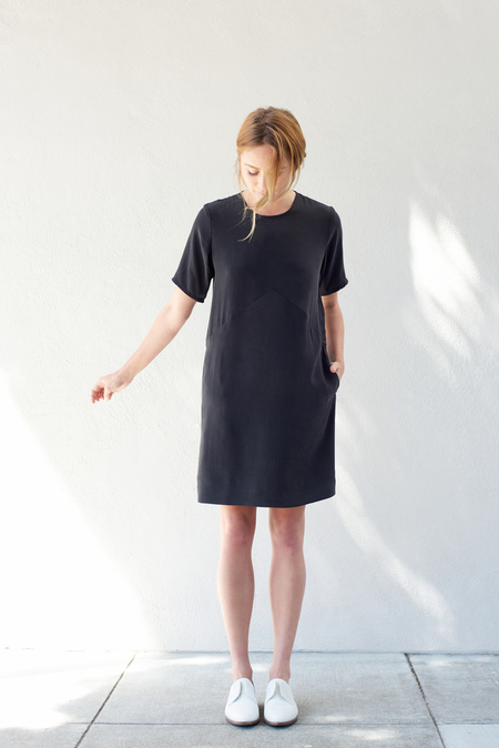 Kamperett Cliff Silk Dress in Obsidian