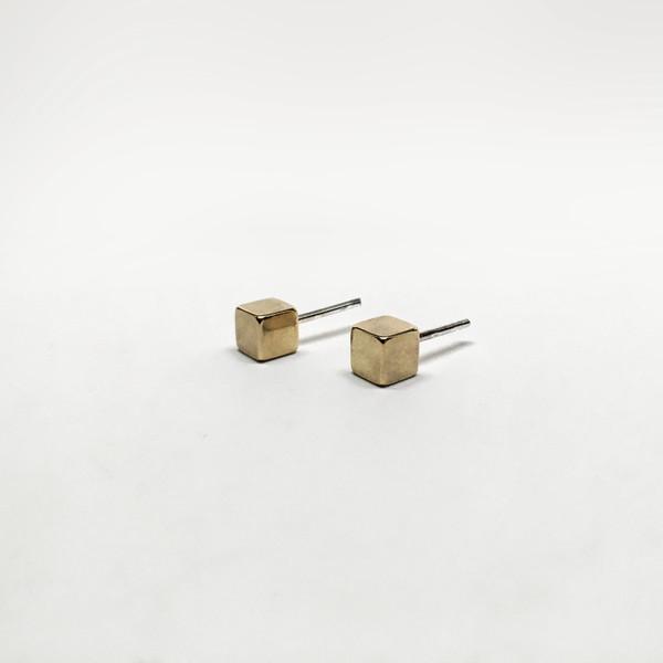 7115 by Szeski  Cube Stud Earrings