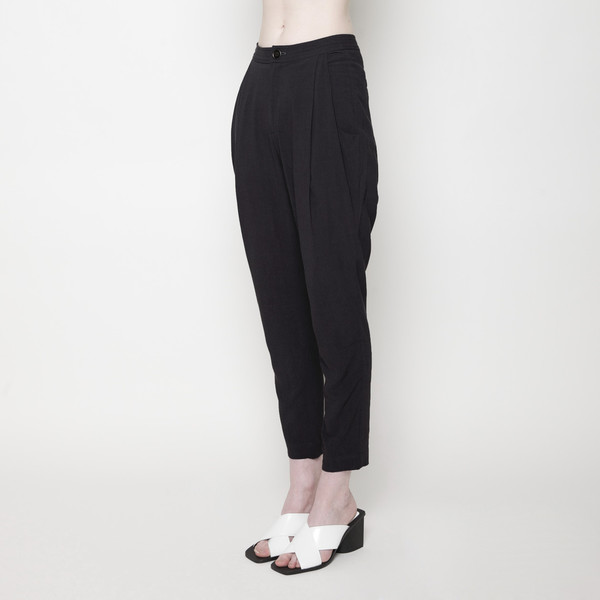 7115 by Szeki Signature Linen Gathered Trouser - Black