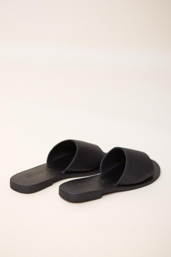 St. Agni Aiko Basic Slides / Black Leather