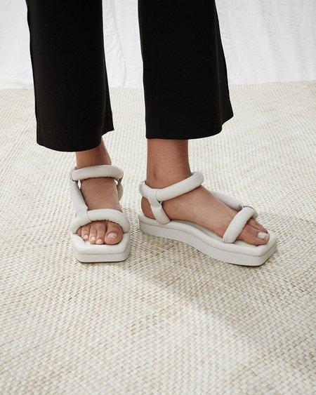 Nanushka YOLA Puffed shape platform sandals - Creme