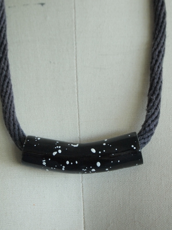 YYY black speckled tube necklace