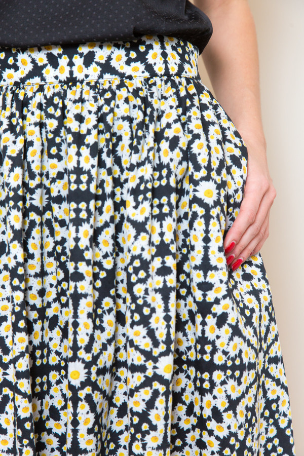 sam & lavi daisy print skirt