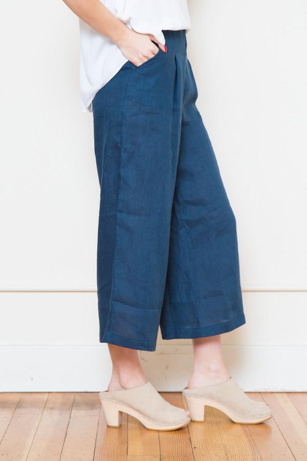sam & lavi portia linen pants in navy