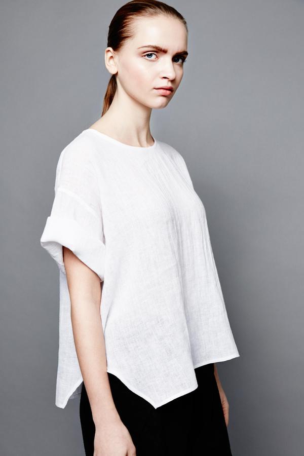 Devlyn Van Loon - Side split T in White