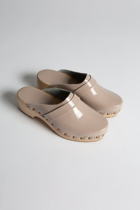 Bosabo Patent Clog - Warm Grey