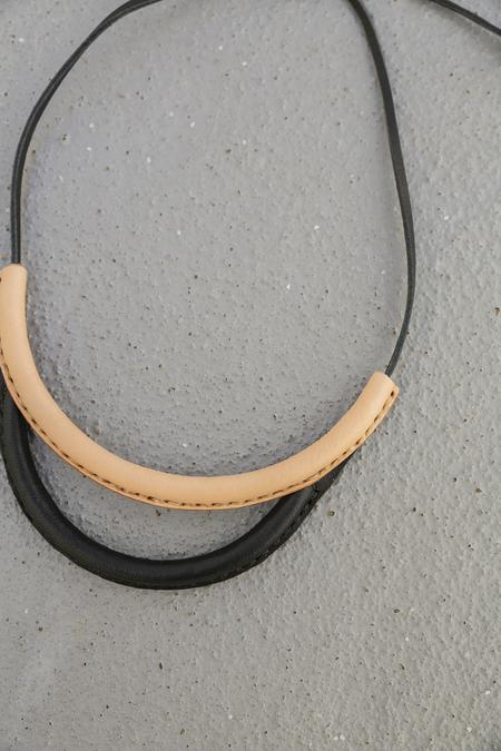 CRESCIONI ARC NECKLACE - BLACK/NATURAL