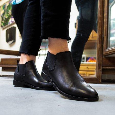 Sutro Footwear Sharon Chelsea - Black