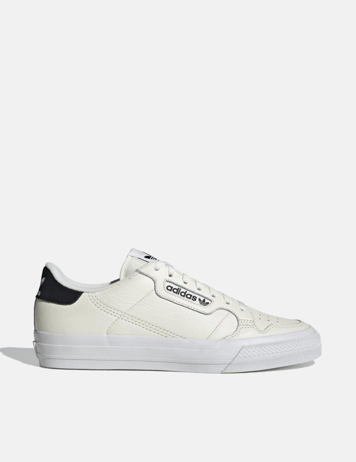 all hvit adidas trainers