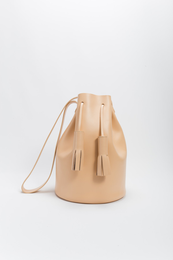 Bucket in Nude