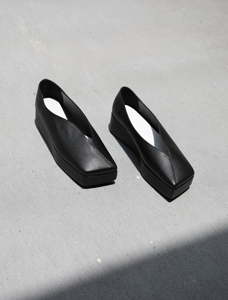 FLAT APARTMENT STREAMLINED SQUARED TOE PLATFORMS - BLACK