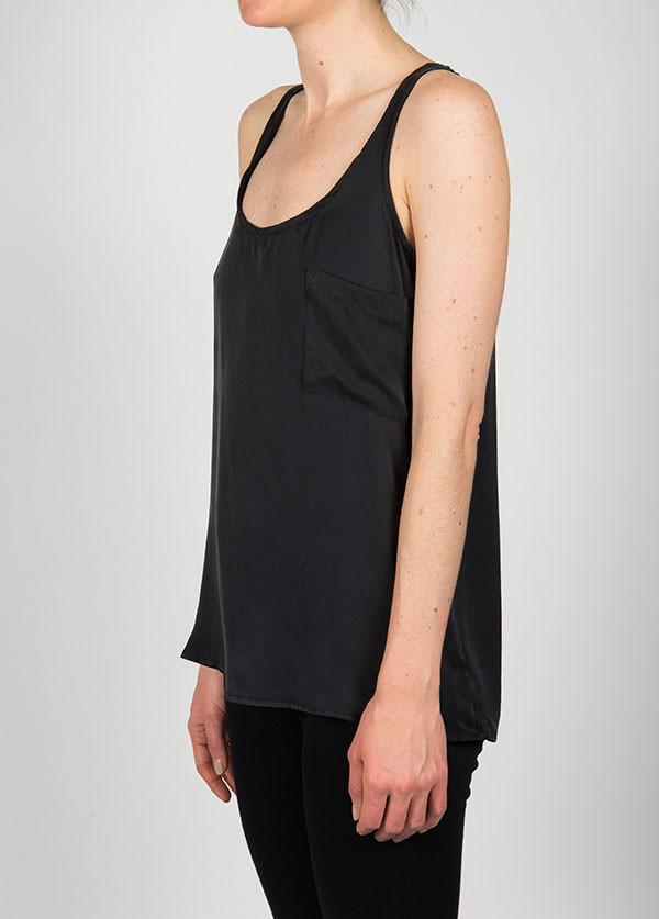 Dolan - Sleeveless Pocket Scoop in Black