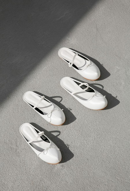 FLAT APARTMENT POINTED TOE SABOT - WHITE