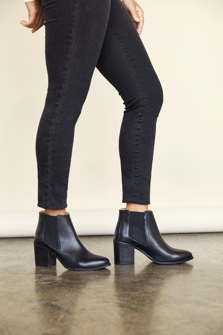 Nisolo Heeled Chelsea Boot - Black